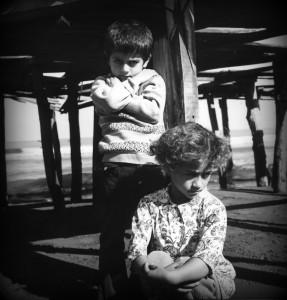"Copyright © Nosrat Panahi Nejad "" La vaga infanzia"", 1973, Mar caspio"
