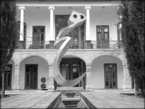 "© Nosrat Panahi Nejad ""هيچ"" Nulla opera di Parviz Tanavoli, Tehran 2016"